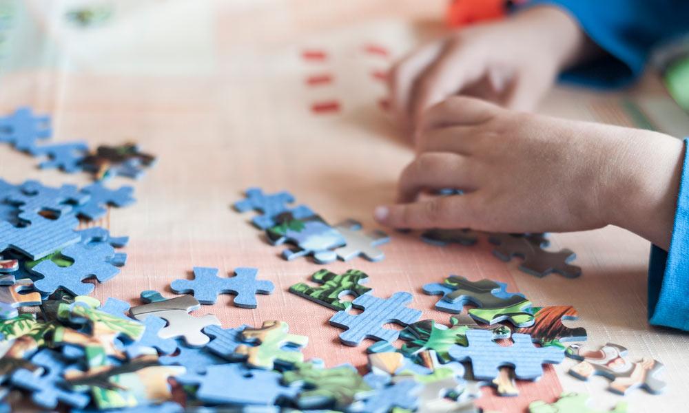 La estimulación cognitiva refuerza nuestras habilidades de memoria, habla, atención y percepción para prevenir enfermedades neurodegenerativas.