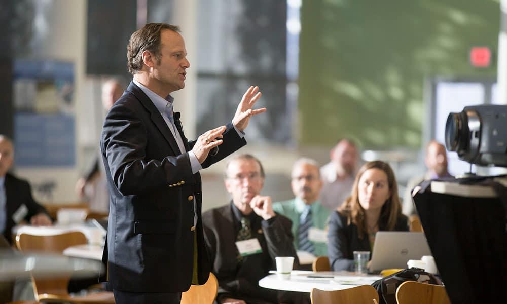 Hablar bien en público: 3 trucos para perder el miedo
